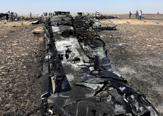 Military investigators from Egypt and Russia stand near the debris of a Russian airliner at the site of its crash at the Hassana area in Arish city in northern Egypt, Nov. 1, 2015. Photo by Mohamed Abd El Ghany/Reuters