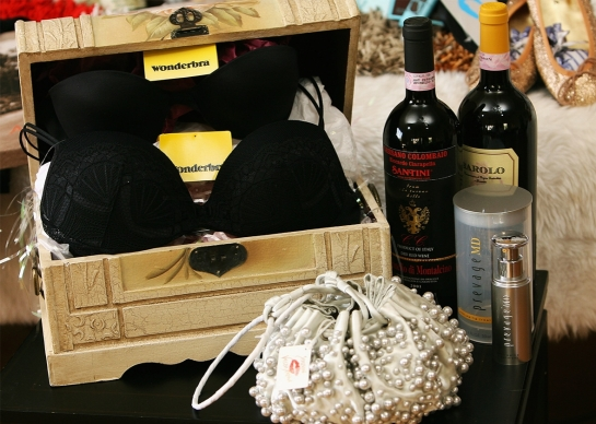 """Products from the Distinctive Assets """"Everybody Wins at the Oscars"""" nominee gift bag given out at the 2007 Academy Awards. --  Michael Buckner/Getty Images"""
