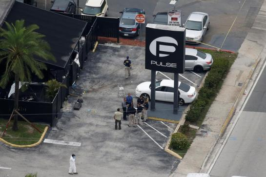 Investigators work the scene following a mass shooting at the Pulse gay nightclub in Orlando Florida, U.S. June 12, 2016. REUTERS/Carlo Allegri - RTX2FUWT
